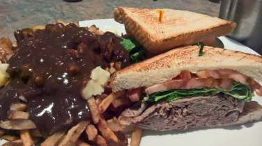 elgin street diner sandwich and poutine
